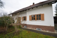 Freistehendes Einfamilienhaus im Landhausstil mit großzügiger Raumaufteilung in ruhiger Wohnlage