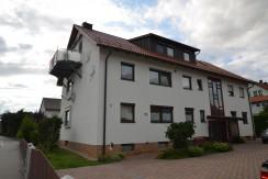 Eigennutzung und Kapitalanlage***Sehr gepflegtes Mehrfamilienhaus mit vier Wohnungen und drei Garagen in Speichersdorf