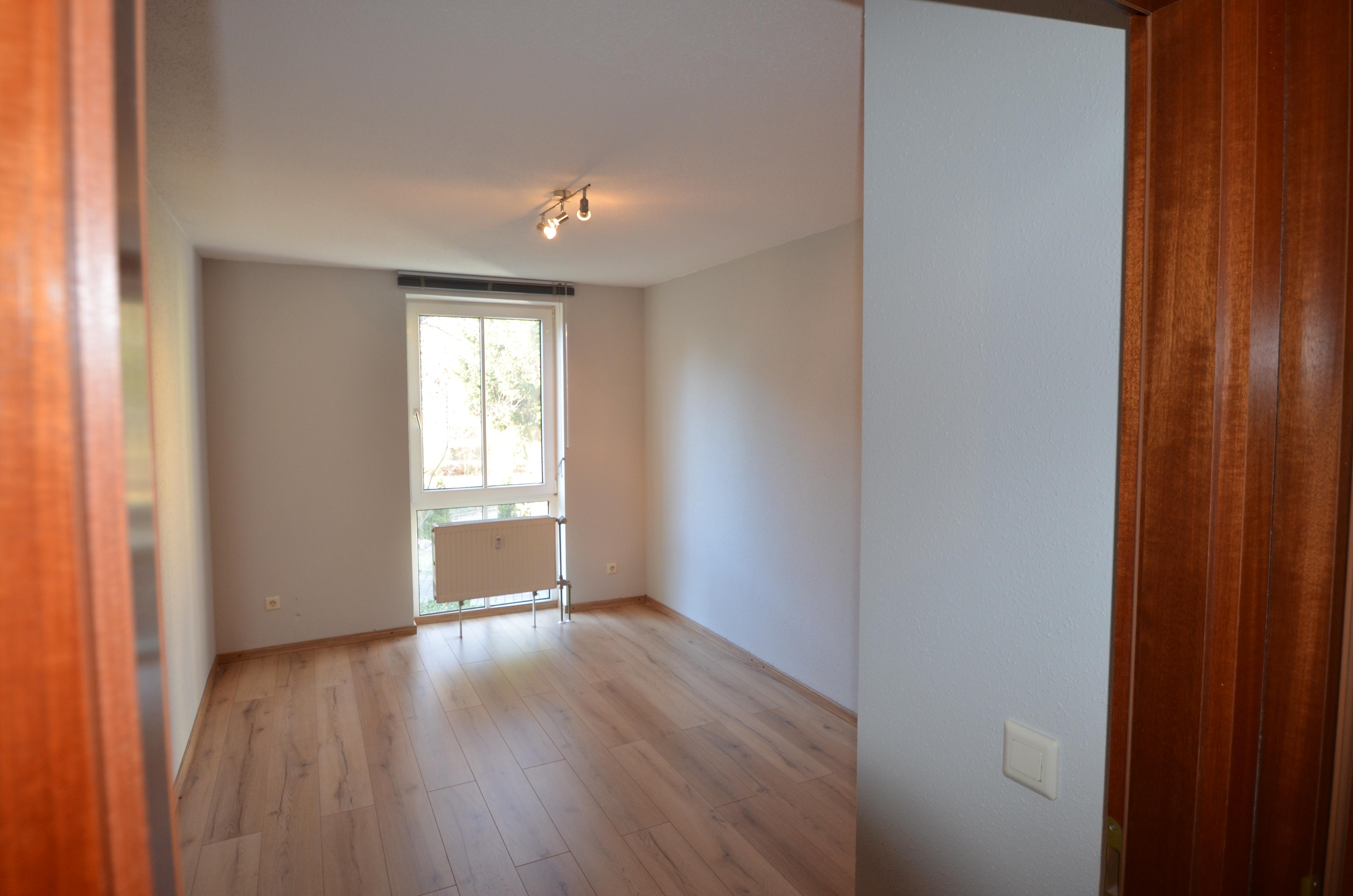 Neu renoviertes 1-Zimmer-Apartment mit 1 TG-Stellplatz zum Selbstbezug oder als Kapitalanlage