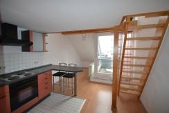 RESERVIERT***Lichtdurchflutete 2,5-Zimmer-Maisonette-Wohnung mit zwei Balkonen und TG-Stellplatz