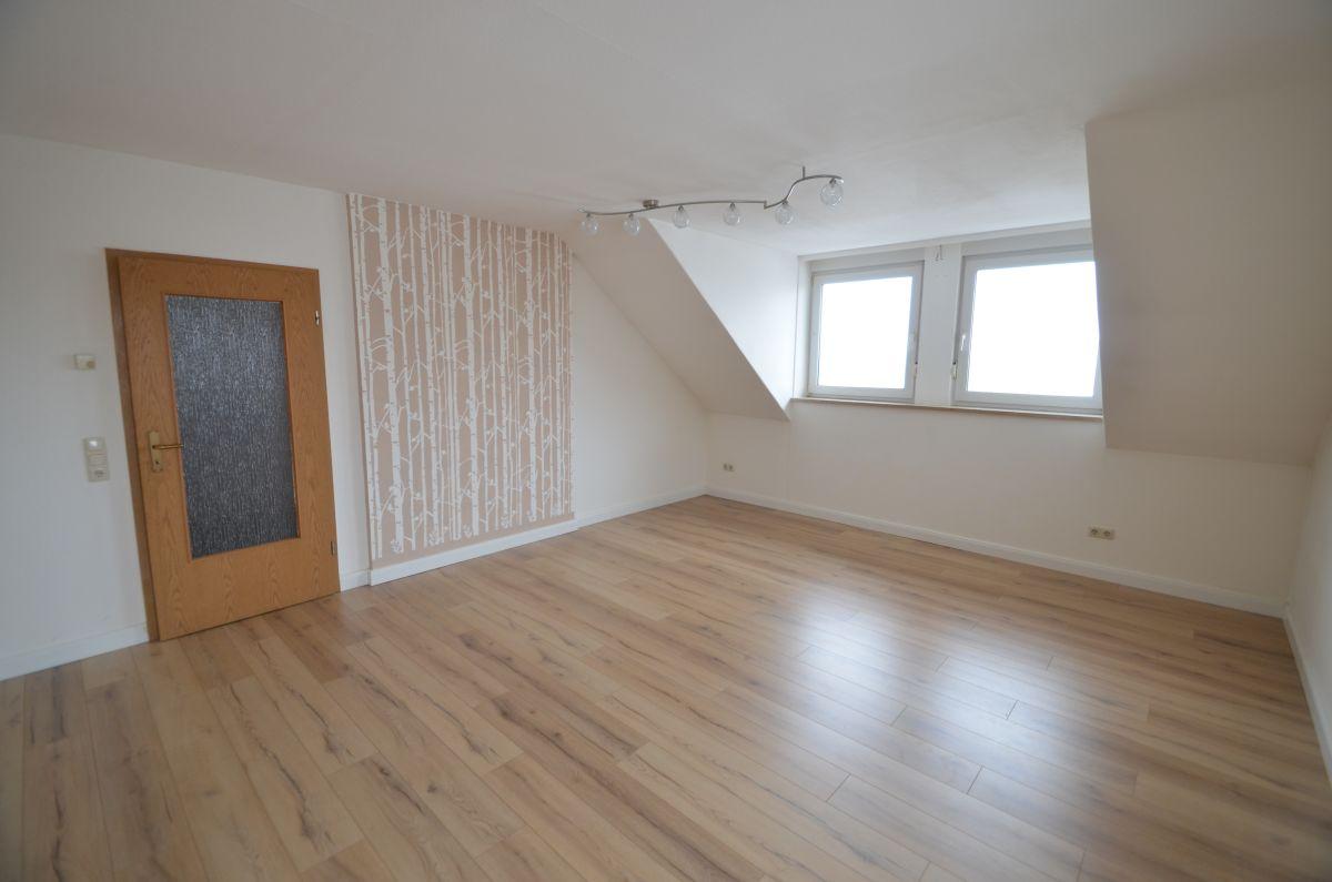 Schicke und helle 6-Zimmer-Maisonette-Wohnung in Wirsberg