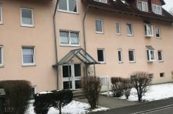 4-Zimmer-Wohnung mit großem Balkon im 1. OG, ein Außenstellplatz