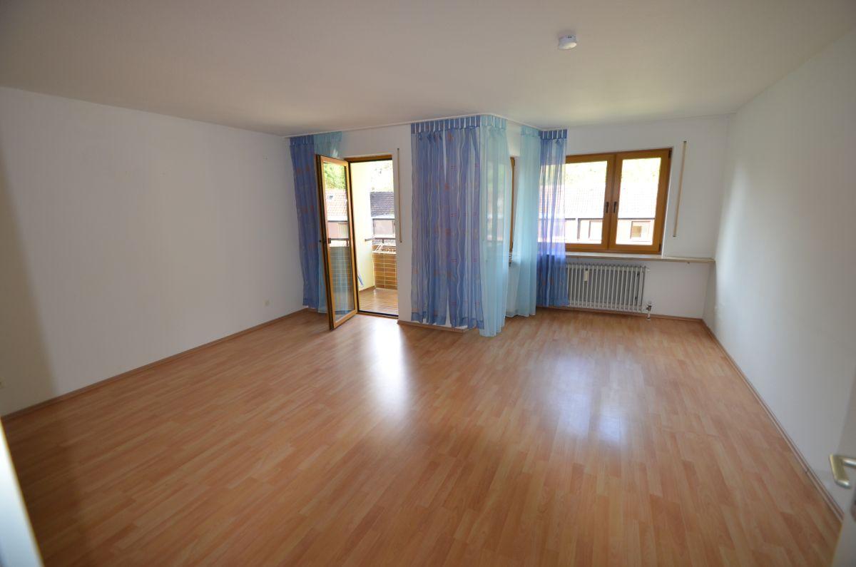 Moderne und helle 1-Zimmer-Wohnung im 3. OG mit Balkon mit Blick ins Grüne